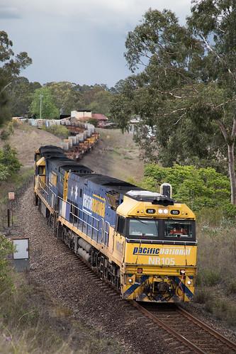 Pacific National NR Class 105/43/16 head 7WB3 through South Grafton