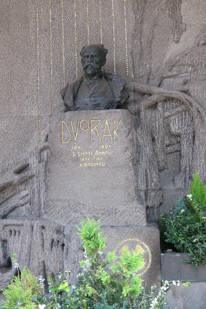 Могила Дворжака на вышеградском кладбище