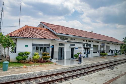 station stasiun railway keretaapi indonesia jawa java dutch heritage building architecture jawatengah centraljava ciledug brebes