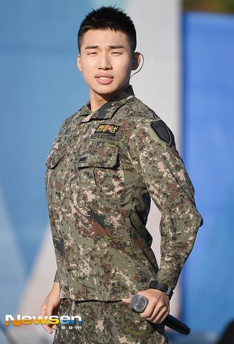 Taeyang Daesung Ground Forces Festival 2018-10-08 Day 3 (15)