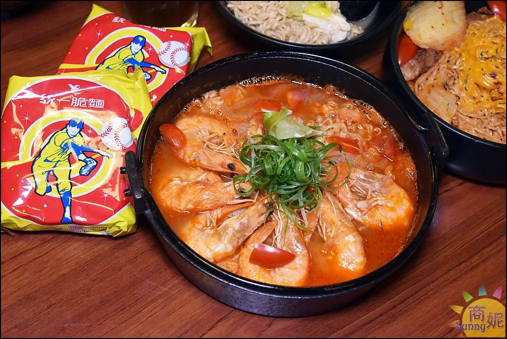 台中北區人氣宵夜。就醬子烤吧。平價串燒店異國風脆麵創意料理養生鍋物新登場太驚喜