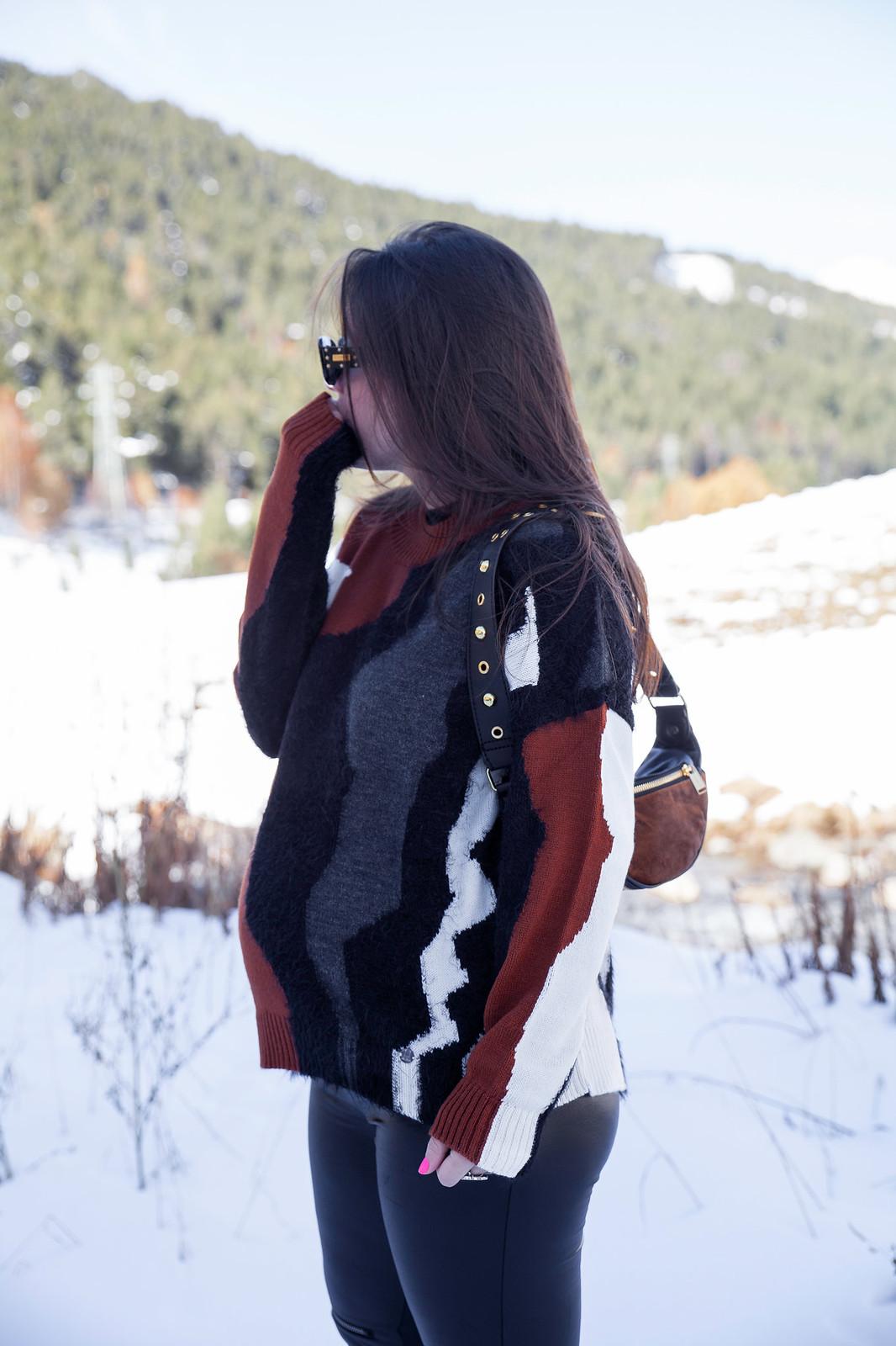 03_combinar_jersey_marron_outfit_nieve_embarazada_theguestgirl_embarazo_33semanas_pregnant_style_influencer_barcelona