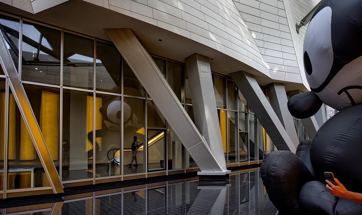 jeux de reflets à la Fondation Louis Vuitton 31351917078_00184a5f5f_o