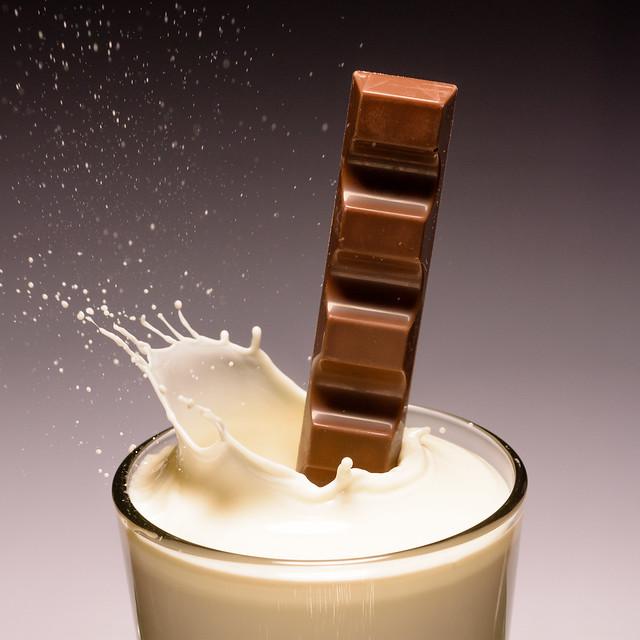 Chocolate meets milk, Nikon D7200, AF Micro-Nikkor 60mm f/2.8D