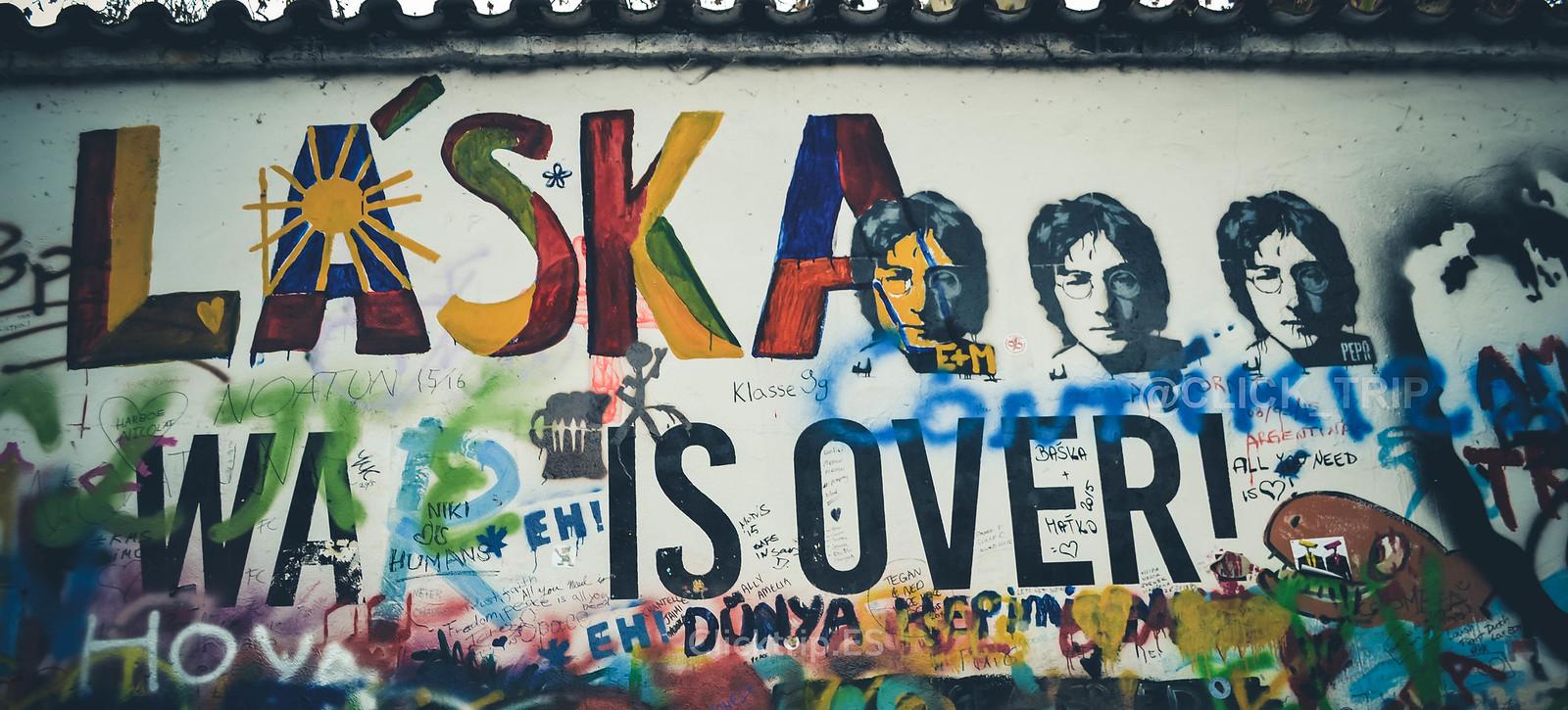 · Detalles del muro de John Lennon ·