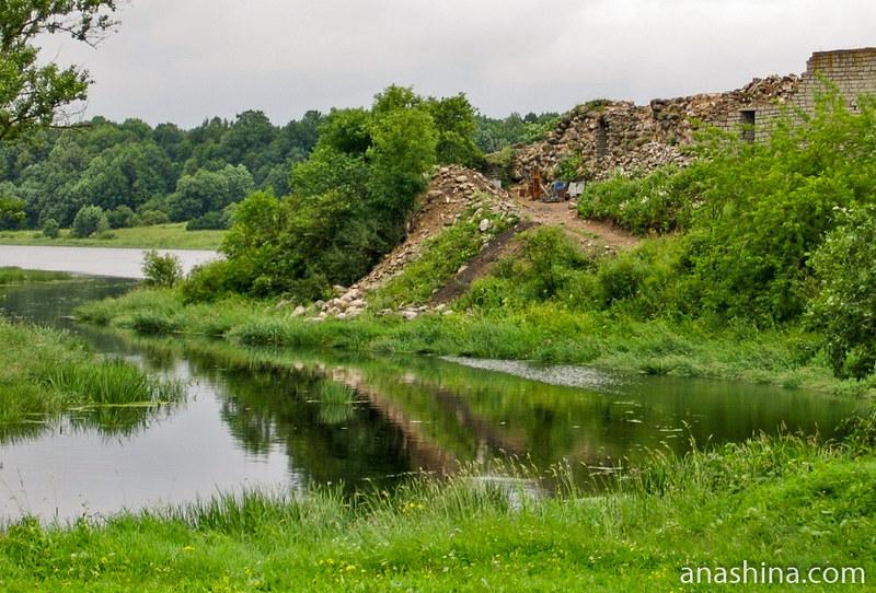 Руины на месте Стрелочной башни. Фото 2008 года, Крепость Старая Ладога