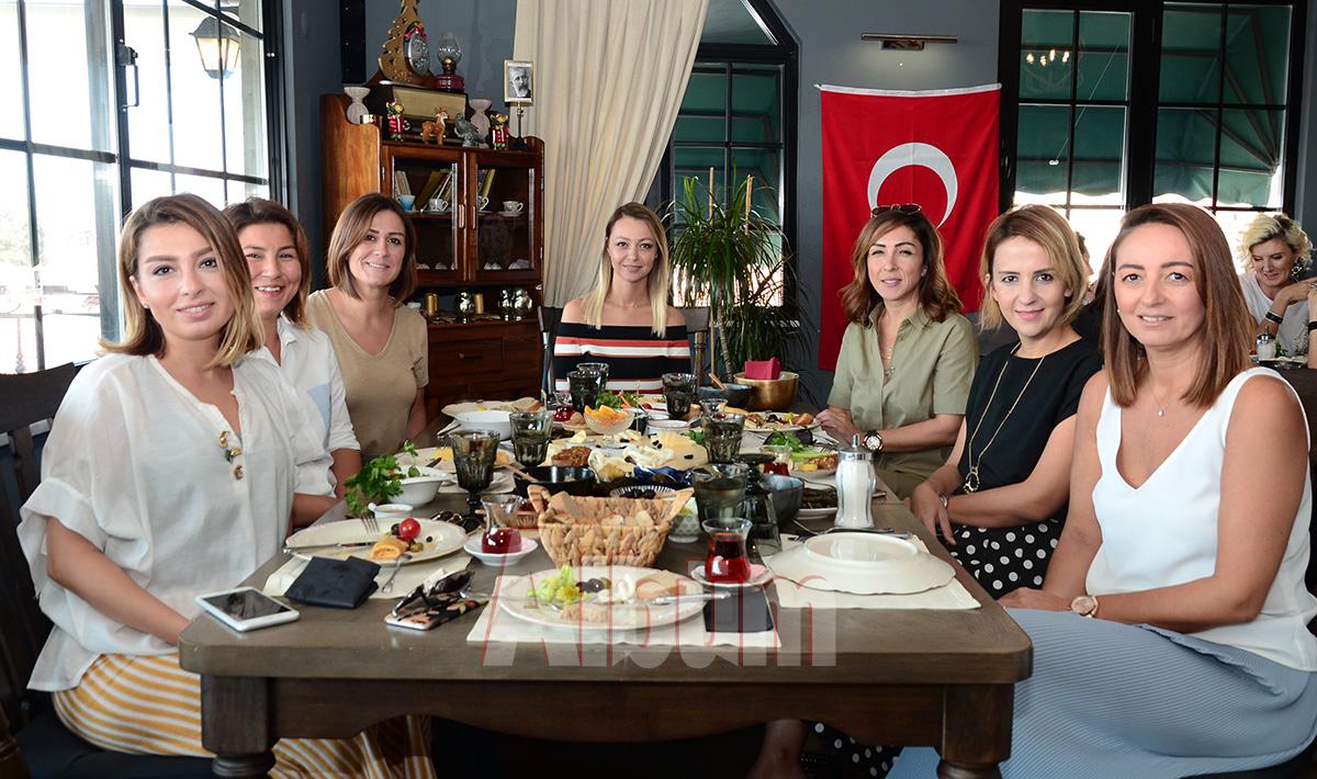 Cihan-Aydoğan-Zamanoğlu,-Güzide-Cezirioğlu,-Gökçe-Akışoğlu,-Fulya-Tokuş,-Şule-Köseoğlu,-Melike-Topal,-Başak-Canko