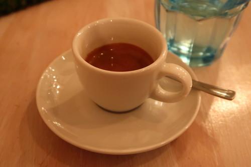 Espresso und Glas Wasser