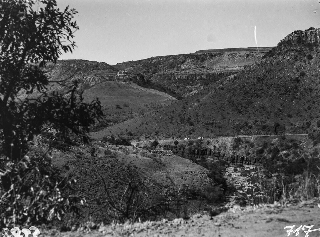 Окрестности Претории. Скалистый горный пейзаж с долиной