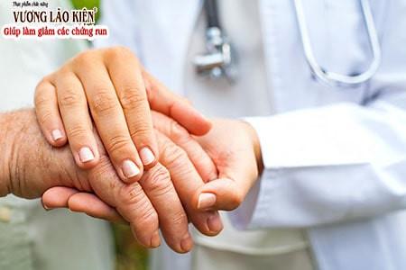 Có nhiều nguyên nhân khiến Tây y khó khăn khi điều trị chứng run