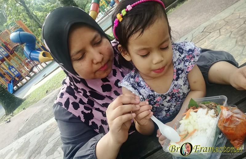 Breakfast di Taman Tasik Perdana