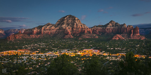 sedona panorama panoramicview dawn dawncolors predawn rocks rockformation sky arizona arizonapassages lights city citystreets longexposure airportmesa mesa airport sedonaairport