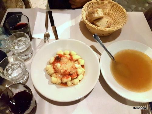 Trattoria da Augusto dinner service