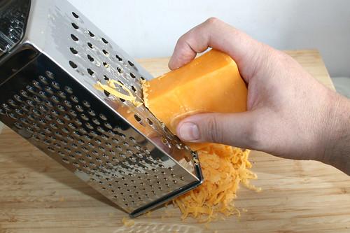 09 - Käse reiben / Grate cheese