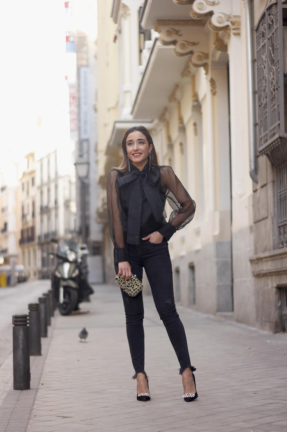 black shirt jeans christmas look fashion street style xmas 20188707
