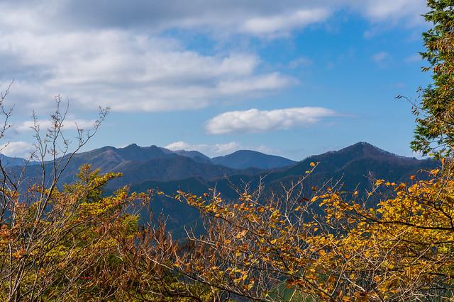 左から三ツドッケ、大平山、蕎麦粒山