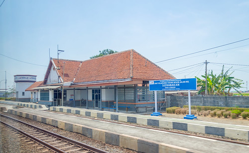 stasiun station dutch heritage railway indonesia train keretaapi rel architecture building jawatengah centraljava babakan brebes