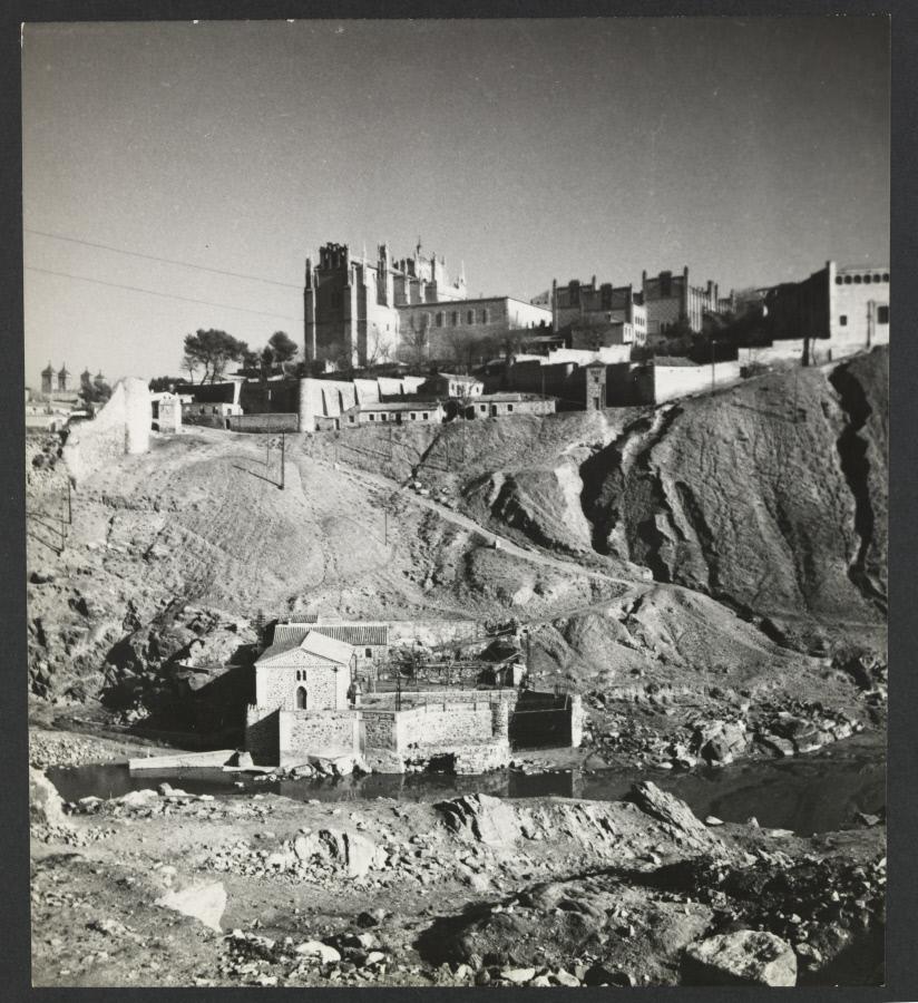 El Tajo y San Juan de los Reyes. Fotografía de Yvonne Chevalier en 1949 © Roger Viollet