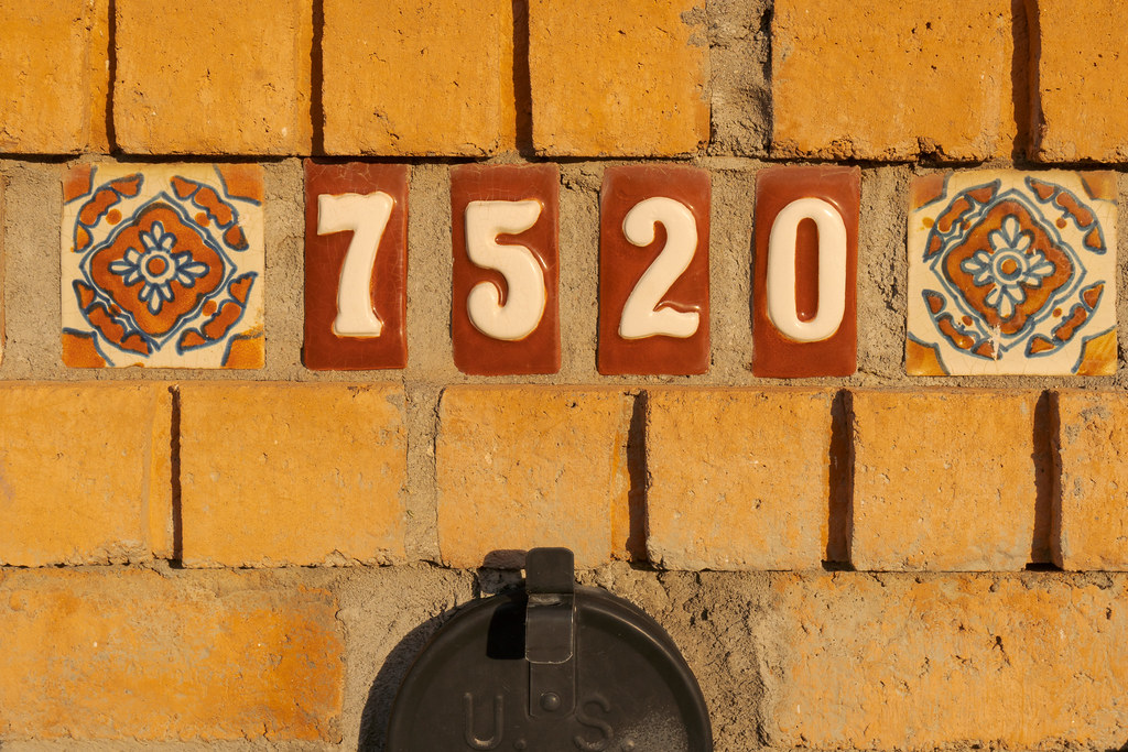 A mailbox deorated in tile that says 7520 in the Buenavante neighborhood of Scottsdale, Arizona