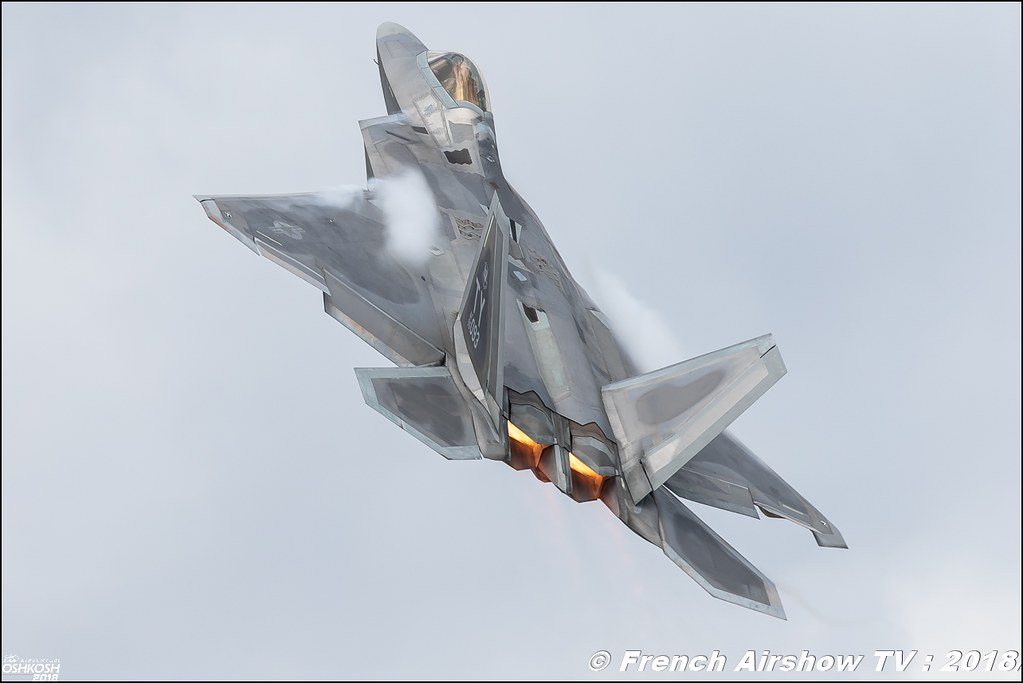F-22 Raptor USAF and KC-135 stratotanker EAA Air Venture Oshkosh 2018 Wisconsin Canon Sigma France contemporary lens Meeting Aerien 2018