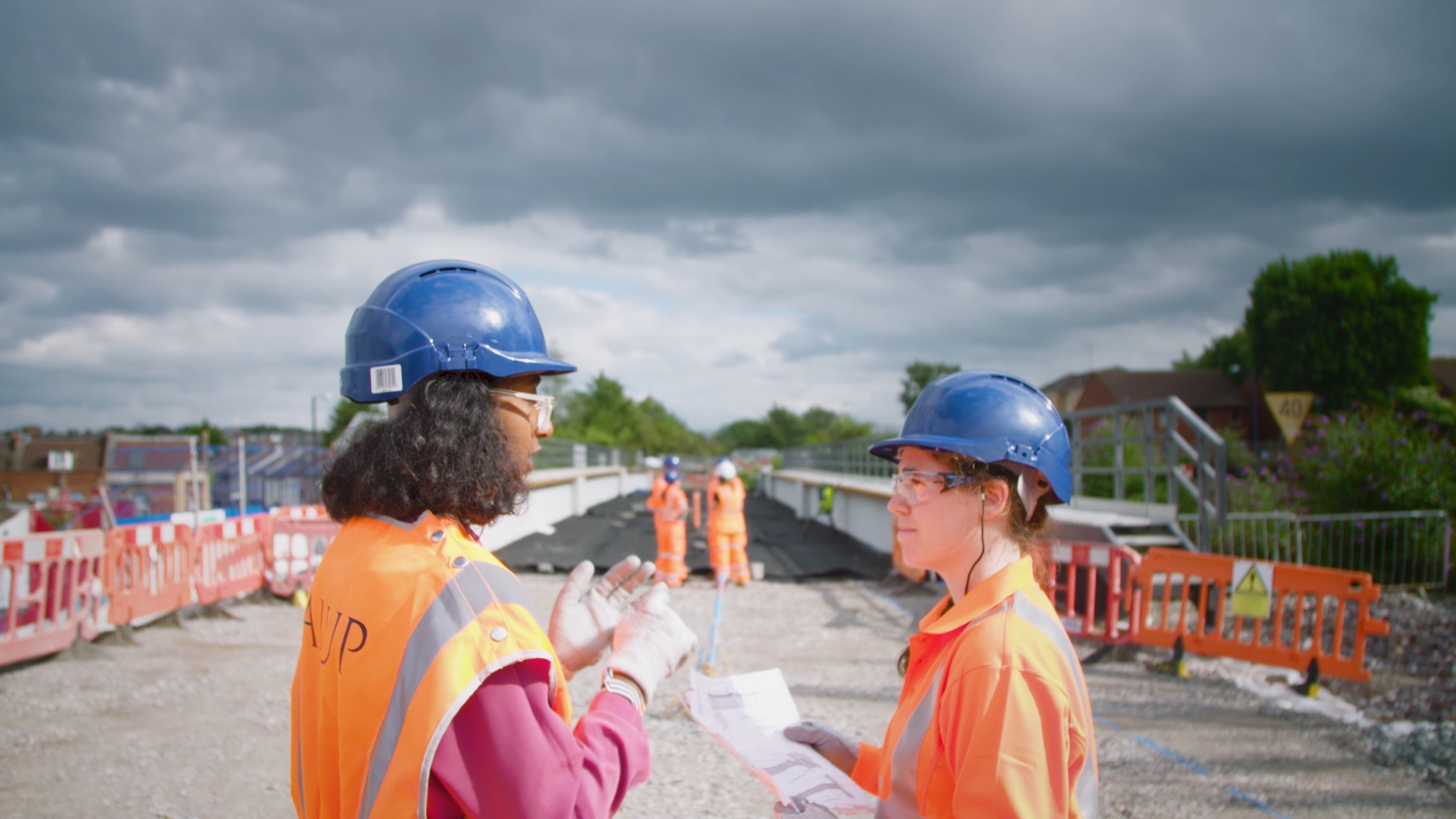 Civil Engineering student Heba talks with her colleague on site at a bridge during her placement year at Arup