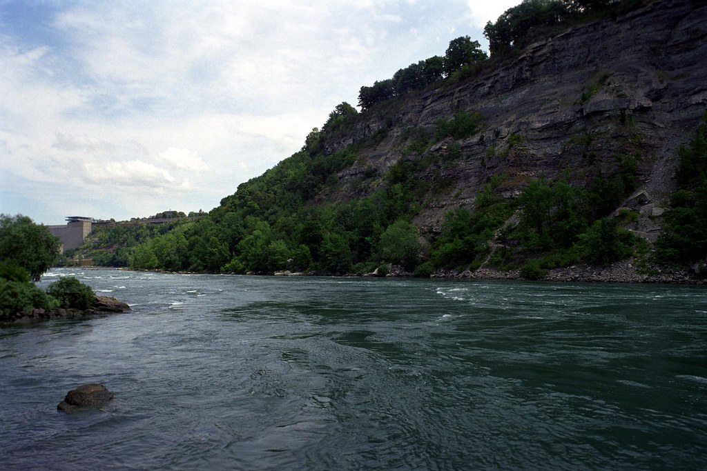 Niagara Gorge and Niagara River | Cliff walls loom over Niag