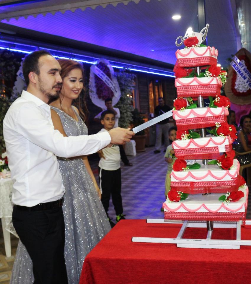 Ayla-Özgür-ve-İbrahim-Arıkan-pasta
