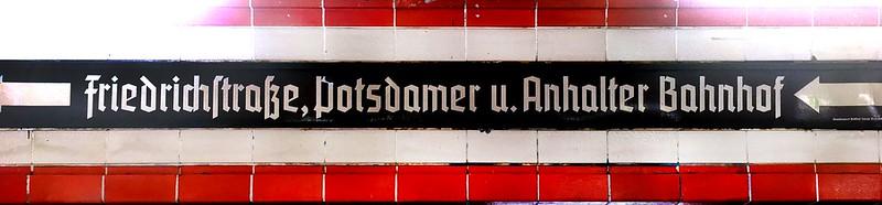 Direction sign at Nordbahnhof