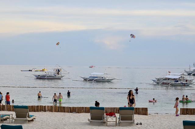 busy Alona Beach, Bohol, Nikon D7000, AF Nikkor 50mm f/1.8