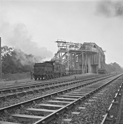 jamespo'dea o'deaphotographiccollection nationallibraryofireland stoneplant lisduff colaois ireland aerialropeway countylaois stone quarry quarries dowlingquarries dowling thursday railway engine works yard knockahaw