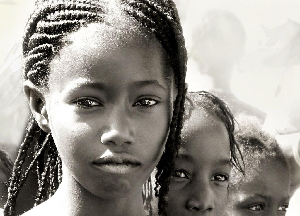RE11 RE07 Lui2m2 (Mauritania) - Miradas transparentes - Tomada en Selibabi el 13-11-13