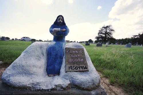 Phil Webb's Folk Art Gravestones Hoisington, Kansas http://www.hutchnews.com/article/20160121/NEWS/301219867  Local artist crafted headstones for unmarked graves