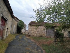 PETITE RUE A CLAIX - Photo of Ladiville
