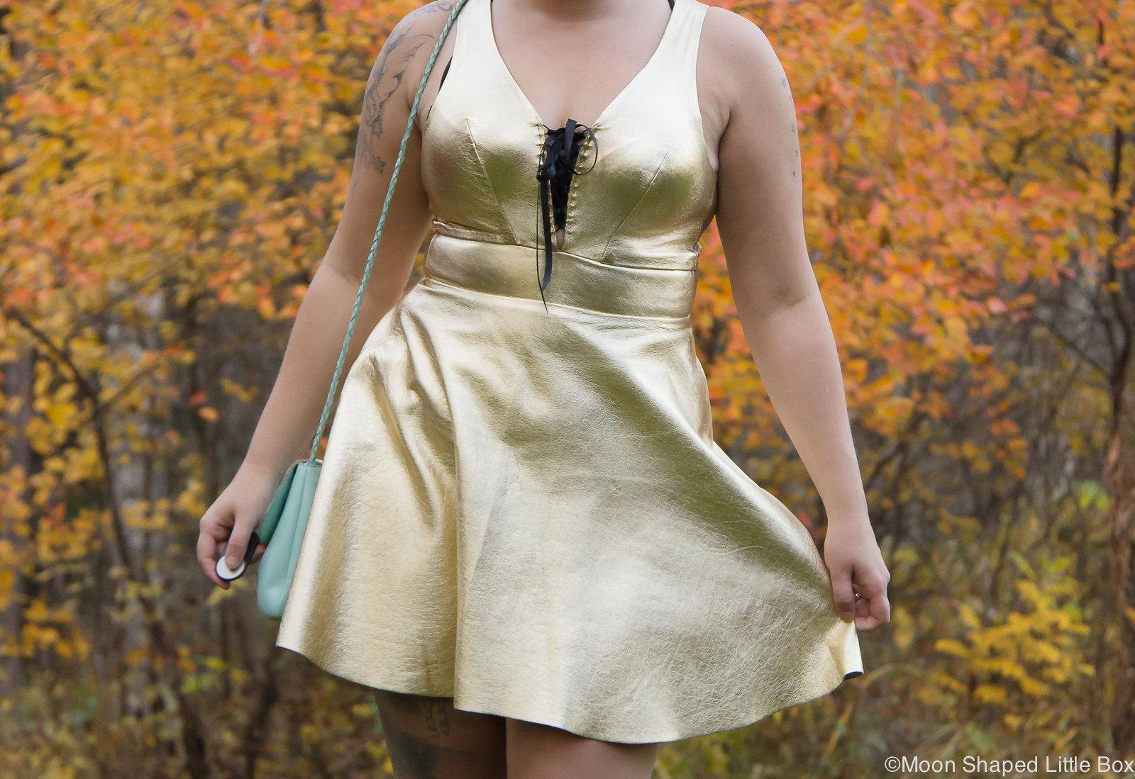 Golden leather dress, kultainen nahkamekko, syksyn muoti, nahkamekko, päivän asu, Ompelimo Rokita, finnish design