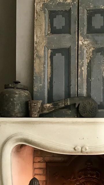Oud houten luik houten ornament schouw