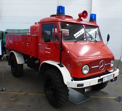 Mercedes Benz Unimog 404B red 1968 vr