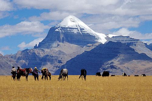 Tibeter vor dem Kailash.