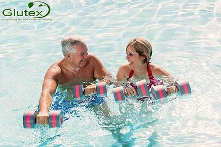 Bơi lội là một phương pháp kiểm soát đường huyết ở người bệnh tiểu đường type 2