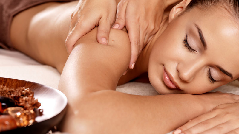 8 Surprising Benefits of Kerala Ayurvedic Massage Oil