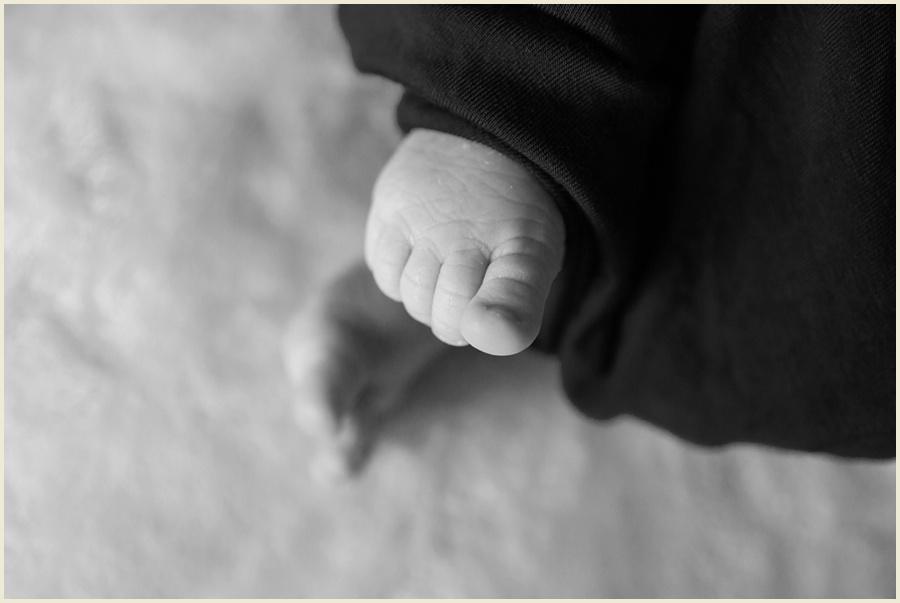 sienna-newborn-70-bw