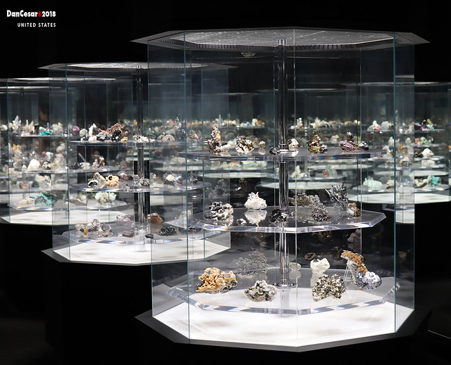 MINERALS AT CARNEGIE MUSEUM OF NATURAL HISTORY