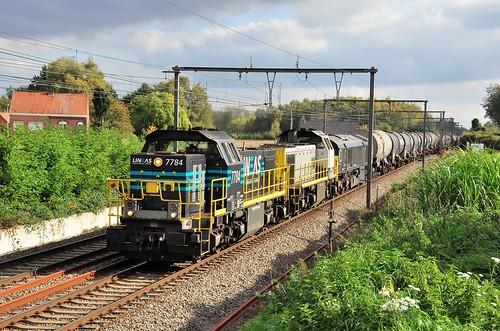 Lineas 7784-7777 met class 653-2 en DSM keteltrein op sleep door Diepenbeek.