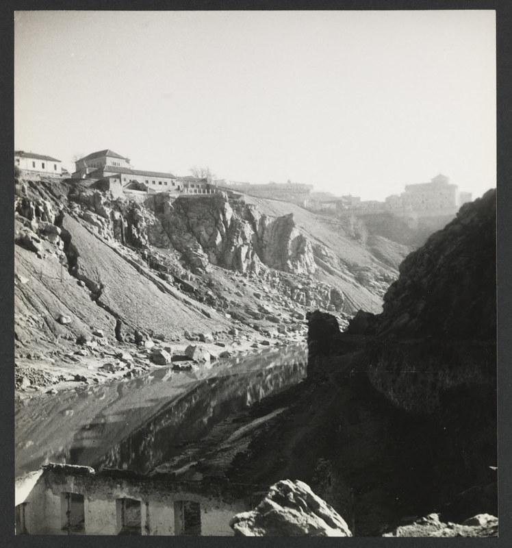 El Tajo y Roca Tarpeya. Fotografía de Yvonne Chevalier en 1949 © Roger Viollet