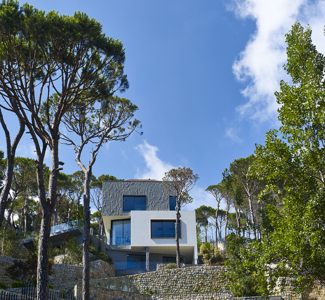 This Detached Villa has the City of Beirut at its Feet