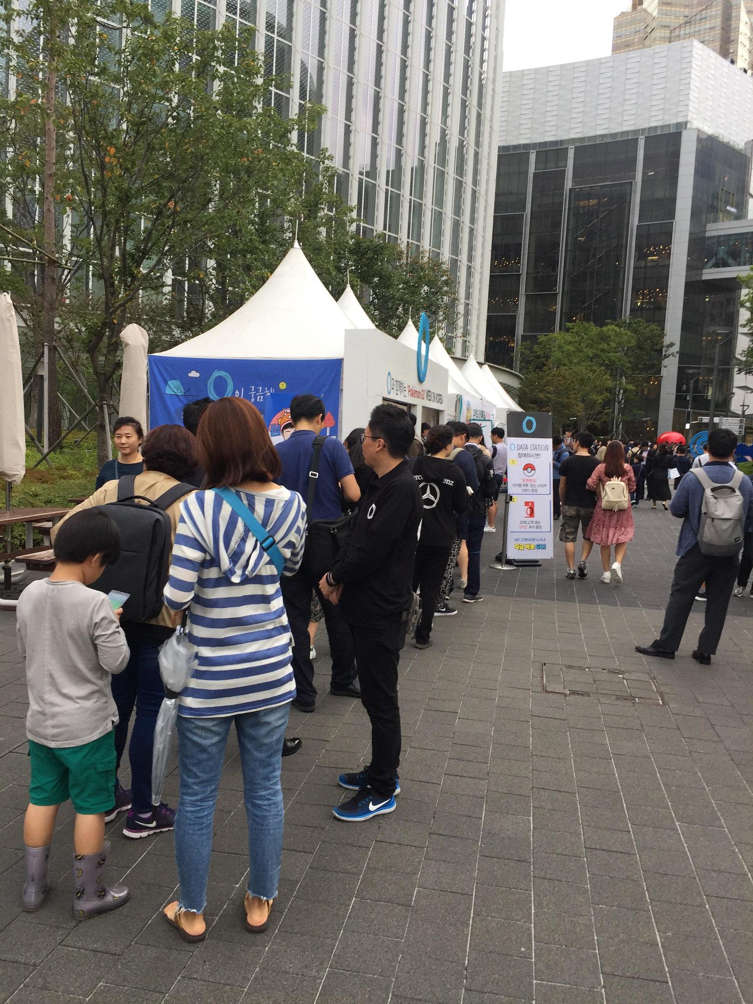 keb_hana_bank_and_sk_telecom_pokemon_go_week_at_pokemon_fest_2018_waiting_line