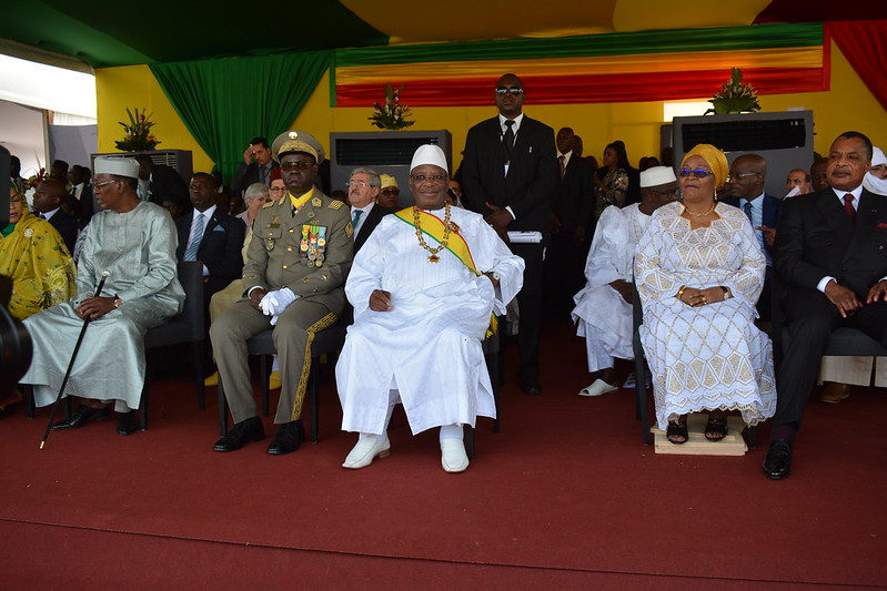 President IBk du Mali entoure de ses pairs