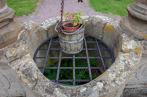 Puits renaissance, jardin abbatial (Altorf, France)-208