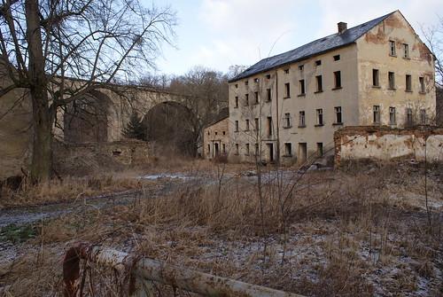 Wuischker Mühle am Viadukt der ehemaligen Eisenbahnstrecke Weißenberg - Radibor Februar 2012