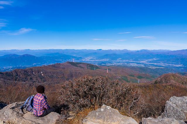 山頂北側の展望ポイントで一息