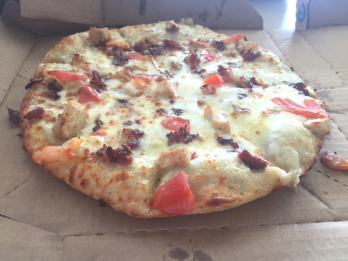 35 - Cali Chicken Bacon Ranch Pizza - Domino's Pizza Puerto Plata